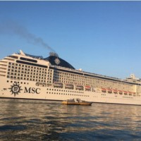 Via le navi da crociera dalla laguna a tutela della salute umana e per far rientrare gli inquinanti dell'aria nei limiti di legge